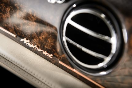 Bentley_Hybrid_Concept_Interior_Badge_430